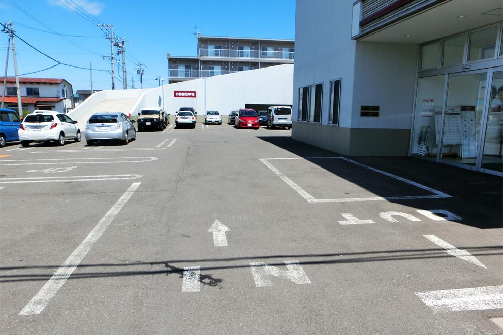 函館トヨタ、八雲店、駐車場
