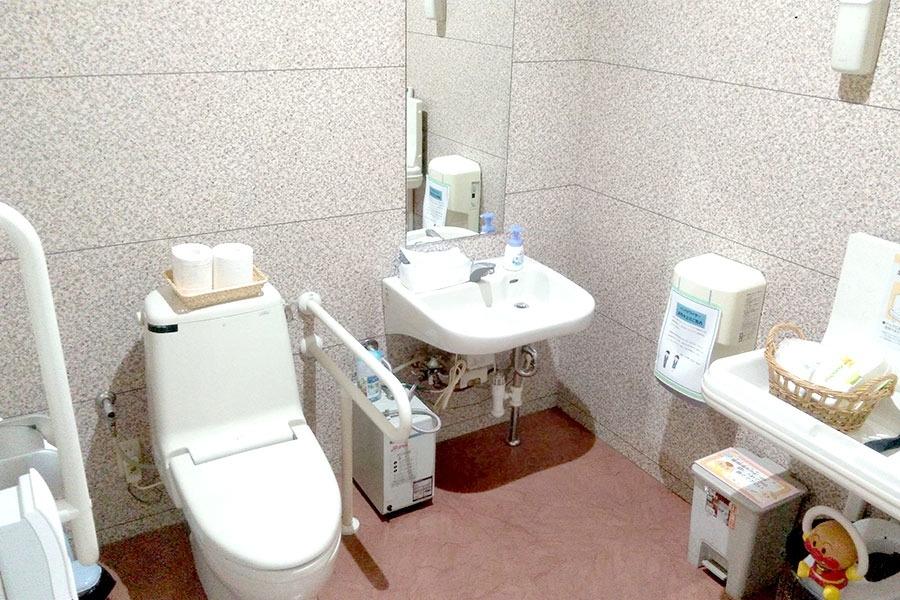粟宮店 多目的トイレ