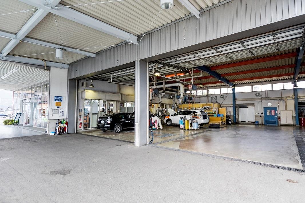 人吉店の整備工場