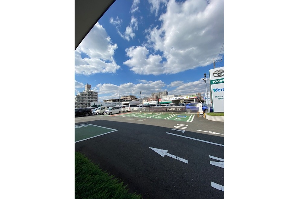 561_湘南台店_駐車場