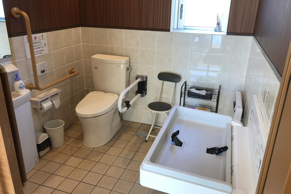 西バイパス店多目的トイレ風景