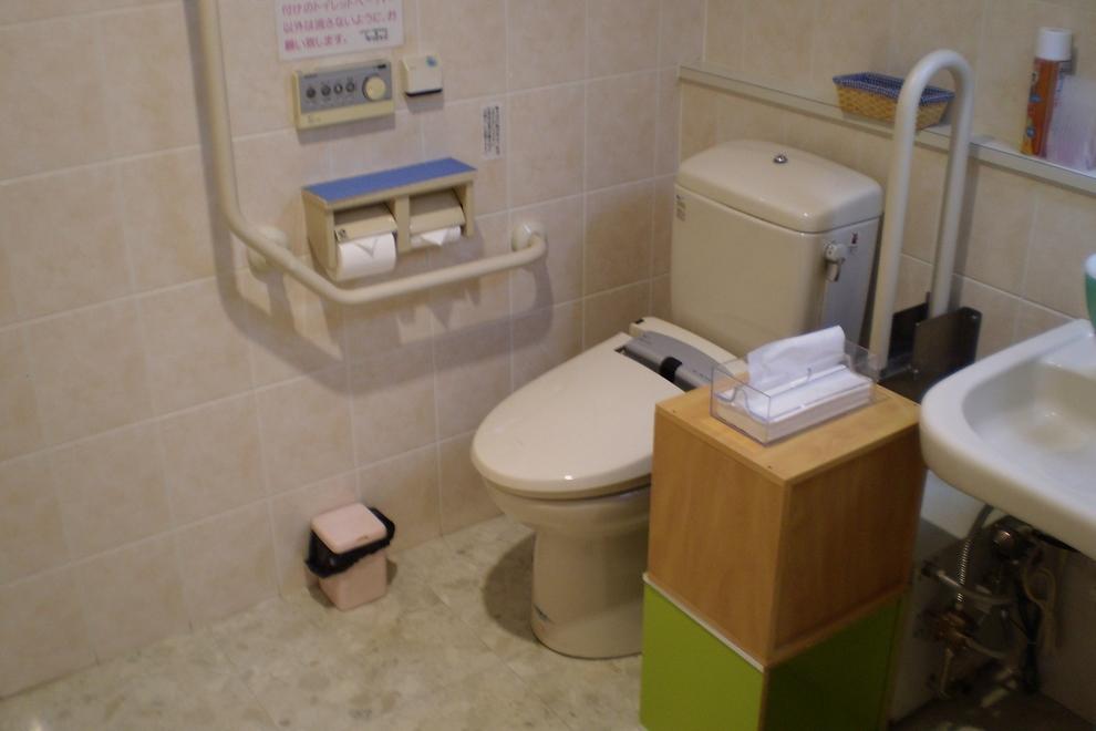 カローラ岩手 久慈店 多目的トイレ
