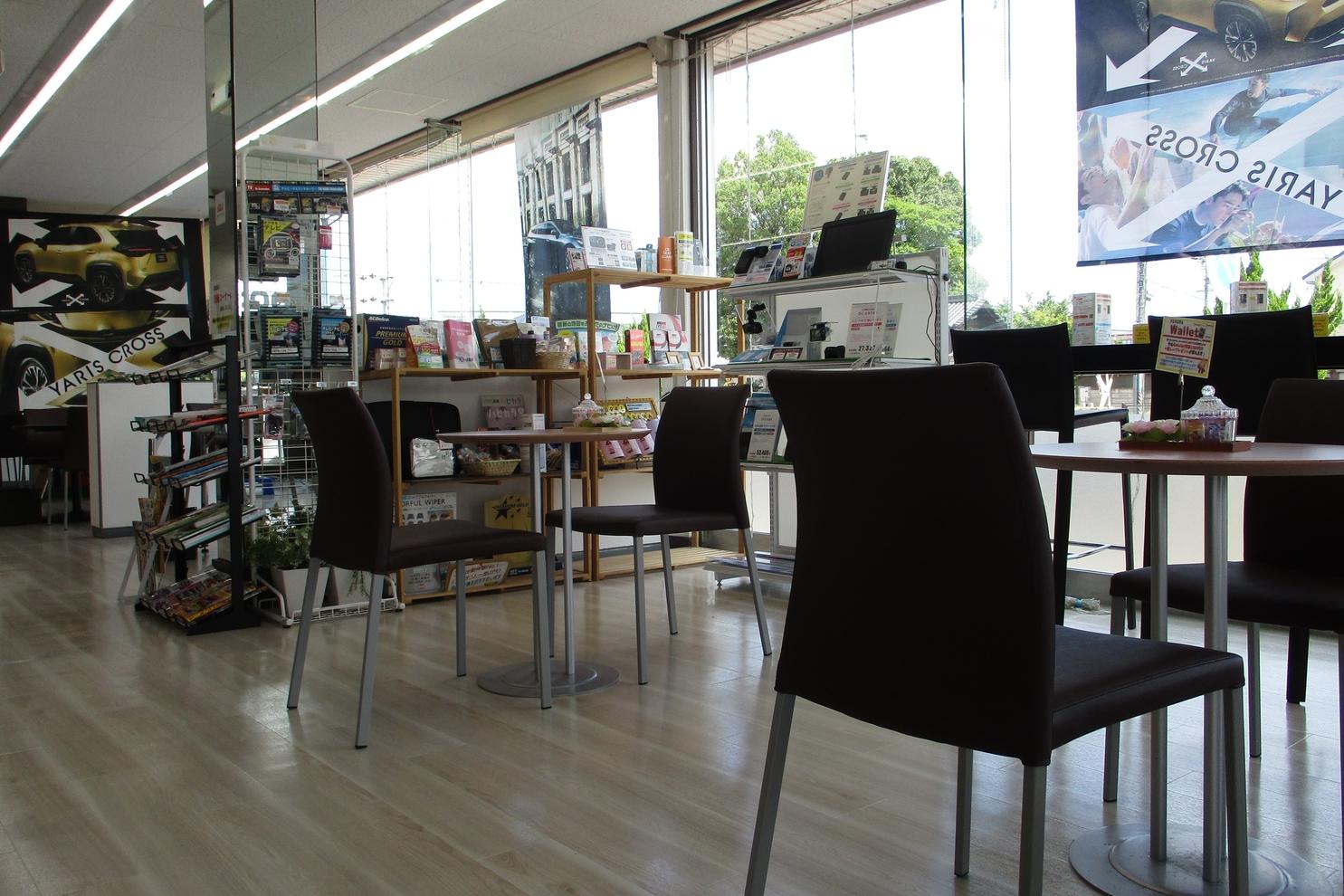カフェのようなスペースでお寛ぎください