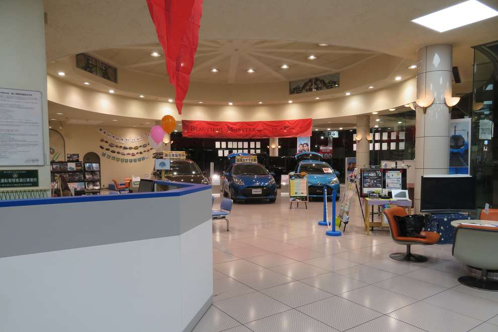 store_28_showroom