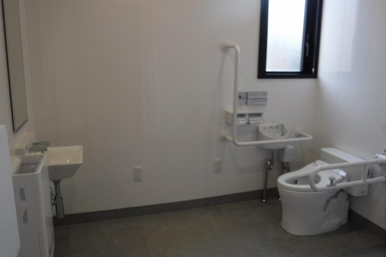 田辺店多目的トイレ1