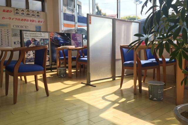 U-car葛西店内観商談スペース