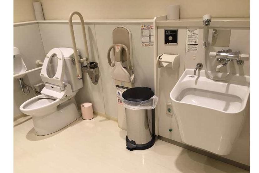 T-プラザ金町店(旧:東京カローラT-プラザ金町店)多目的トイレ1