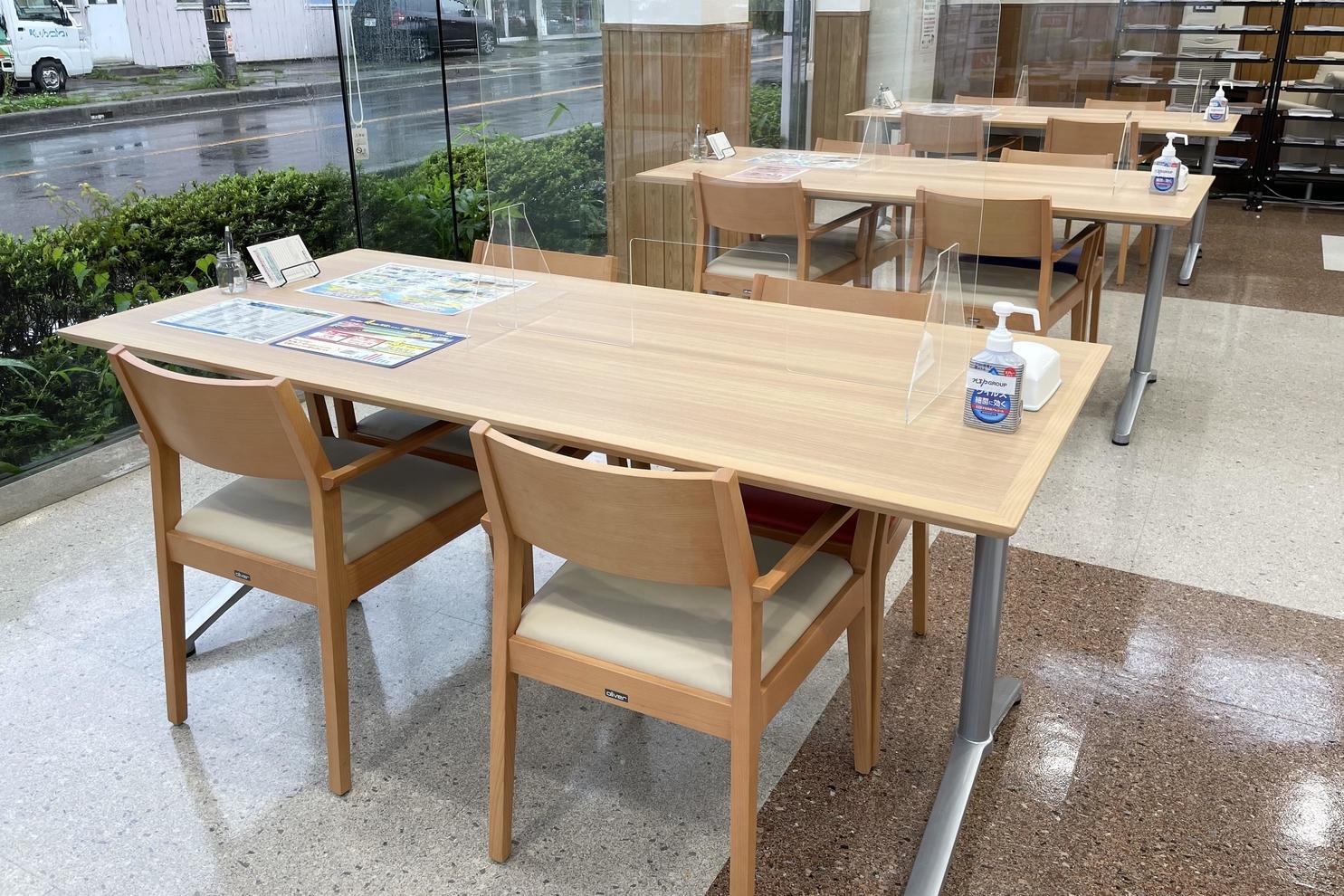 木曽店:商談テーブル